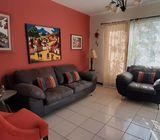 ALQUILO CASA PALO ALTO, PRIVADO, CON MUEBLES, cochera 2 carros, 3 hitaciones, 2 baños,  sala, comedo