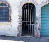 Casa pequeña en venta en Col. Mugdan, San Salvador