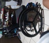 Vendo silla de ruedas deportiva en caja